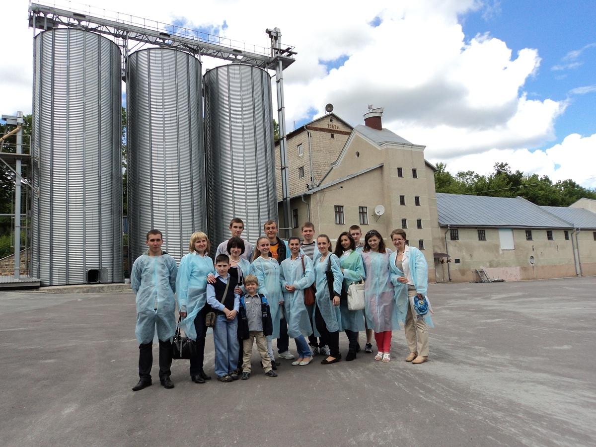 """Студенти УНЕФ побували на екскурсії у Микулинецькій пивоварні """"Бровар"""" 0a4499e96121c"""