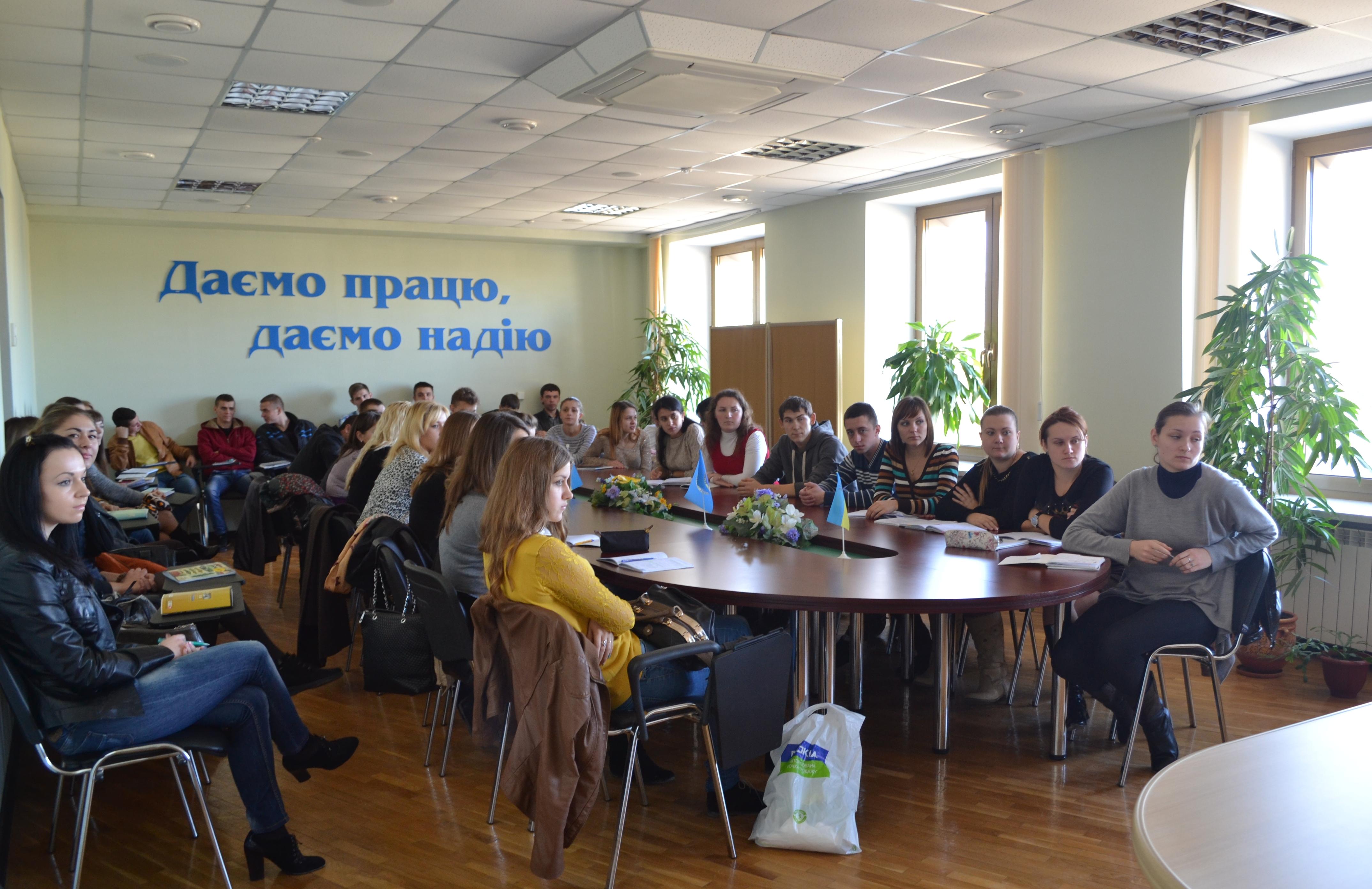 У Ізяславському районному центрі зайнятості відбувся День відкритих дверей для 18 майбутніх випускників Михлянської ЗОШ