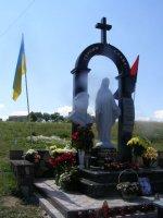 Освятили  пам'ятник Герою України Володимиру Гарматію